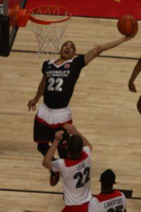 Jayson Tatum in azione durante gli scorsi McDonald's All American.