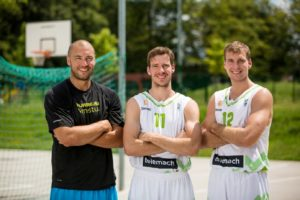 Marko Milič in compagnia dei fratelli Goran e Zoran Dragič.