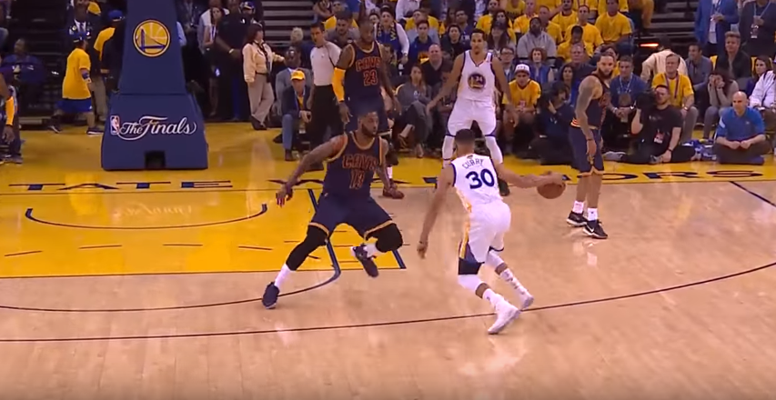 Stephen Curry, durante le NBA Finals 2017 (foto da: youtube.com)